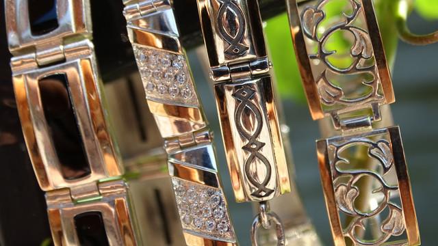 Срібні браслети з золотими пластинами