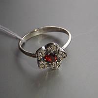Серебряное кольцо в виде цветка со вставками из разноцветного фианита