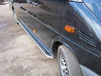Боковые пороги (площадка) на Mercedes Sprinter 1995-2006 (коротыш)