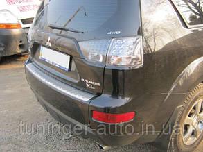 Защитная накладка на верхнюю часть заднего бампера Mitsubishi Outlander 2006->
