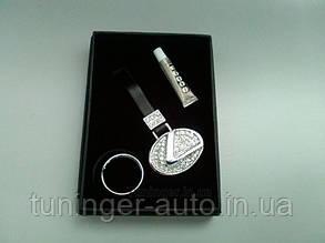Брелок на ключи со стразами Lexus