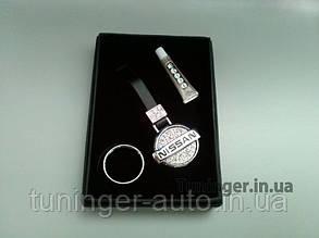 Брелок на ключи со стразами Nissan