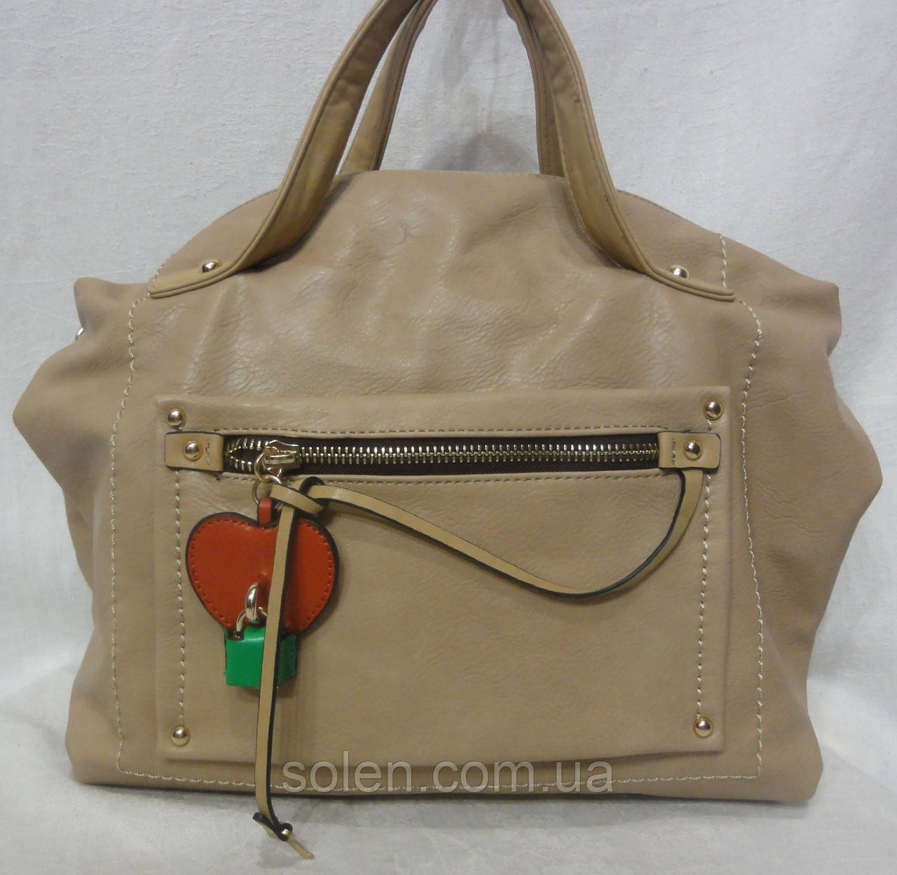 Женская сумка из кожзаменителя.