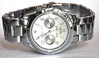 Часы на браслете 929