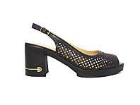 Женские  босоножки из перфорированной кожи на каблуке с подковкой из страз (черные)