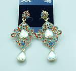 Шикарные ювелирные вечерние серьги в камнях и кристаллах. Блестящие украшения от бижутерии оптом RRR.