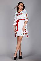 Красивое вышитое женское платье белого цвета