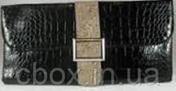 Вечерний черный лаковый клатч с бежевым пояском