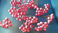 Декоративная веточка розового цвета