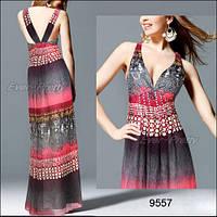 Платье с ярким принтом и вышивкой бисером