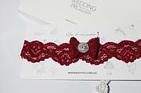 Кружевная подвязка цвета Марсала с брошью в стразах