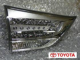 Задний левый фонарь в крышку багажника Toyota Sienna SE 2011-13 новый оригинал