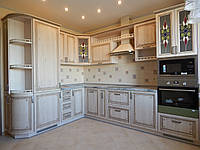 Кухня на заказ BLUM-009 c патинированными фасадами
