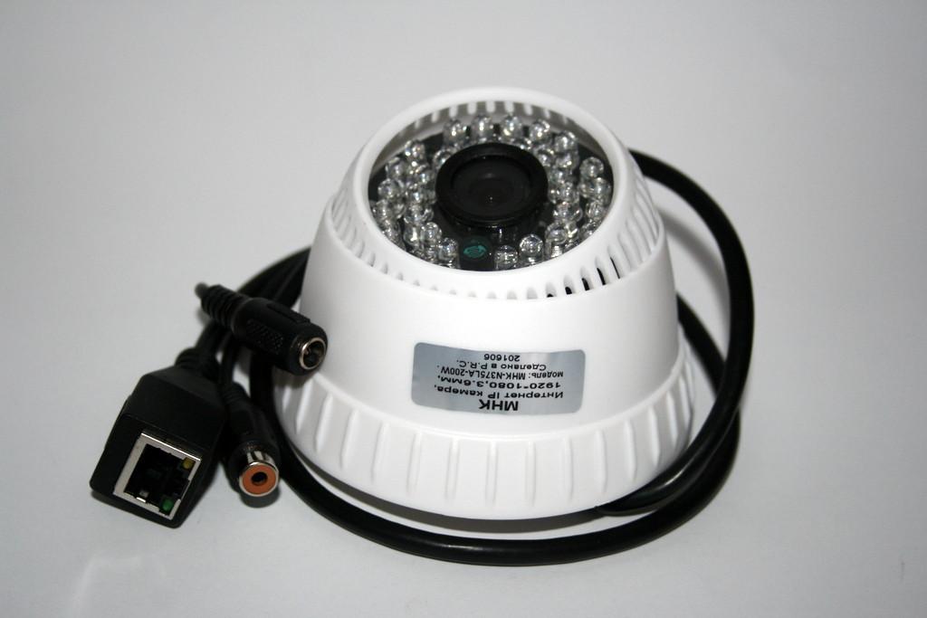 Камера внутреннего наблюдения с возможностью подключения микрофона купольная IP (MHK-N375LA-200W)