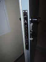 Открыть, вскрыть задвижку на металлических дверях