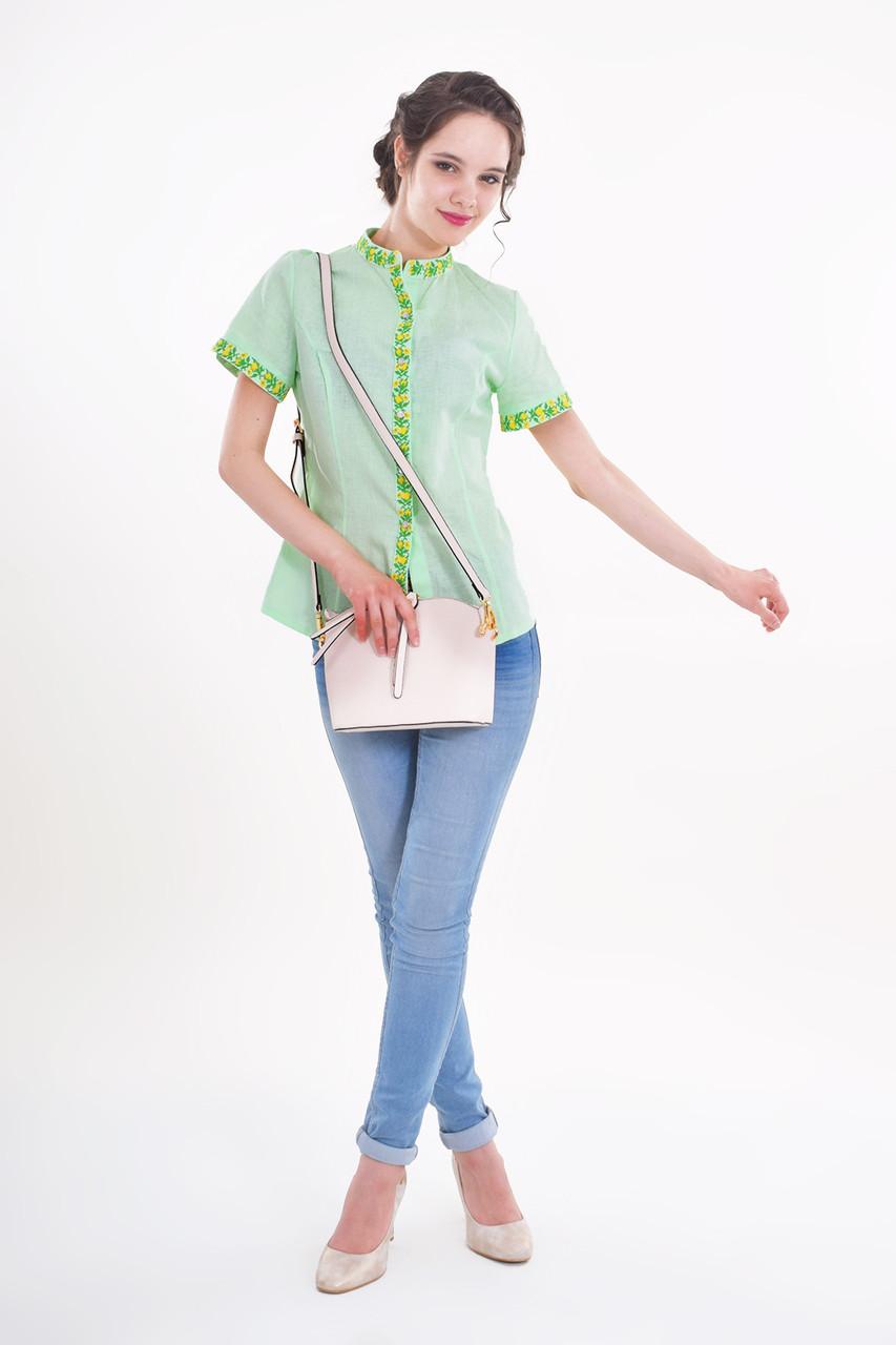 Легкая изящная блуза воротник стойка декорирована вышивкой крестиком
