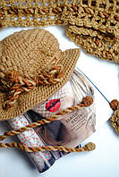 Коричневая шапка и шарф