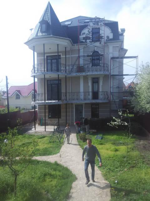 Реставрация элементов фасадного декора частоного жилого дома по ул. Толбухина в г. Одессе
