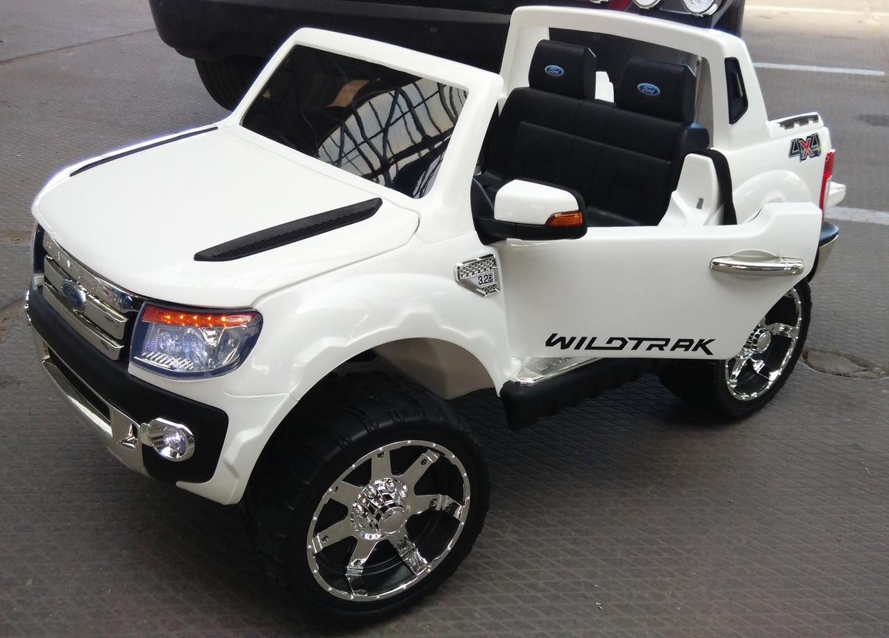 Детский двухместный электромобиль Ford M 2764 EBR-1 белый, колеса EVA, амортизаторы, радио, пульт Bluetooth