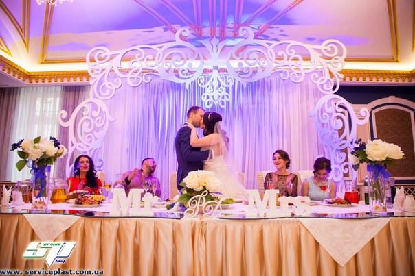 Вишукані об'ємні весільні арки, ширми, стійки та інша атрибутика