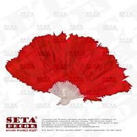 Красный веер из перьев и пуха