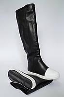Женские модные сапоги на плоской подошве