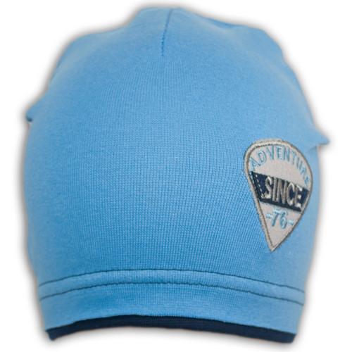 Трикотажная шапка с нашивкой