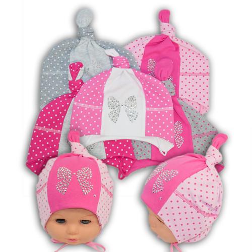 Трикотажная шапка с бусинками на завязках для малышей