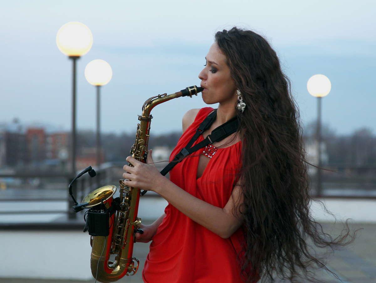 Музыкальное оформление: саксофон