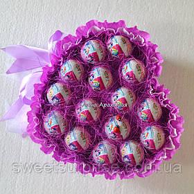 """Серце з шоколадних яєць """"Кіндер-сюрприз"""" (15)"""
