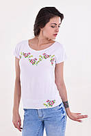 Стильная молодежная блуза свободного кроя с вышитым цветочным рисунком