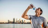 Пластикові пляшки отруюють людей.