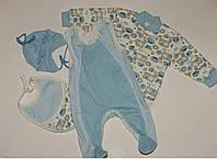 Костюм для новорожденного:кофта,комбинированные ползунки,шапка,слюнявчик голубой.