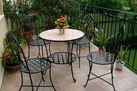 Столик кофейный  и стулья