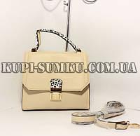Вместительная бежевая каркасная сумка-клатч с разноцветными стильными ручкой и замком