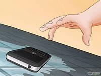Что делать, если телефон упал в воду?