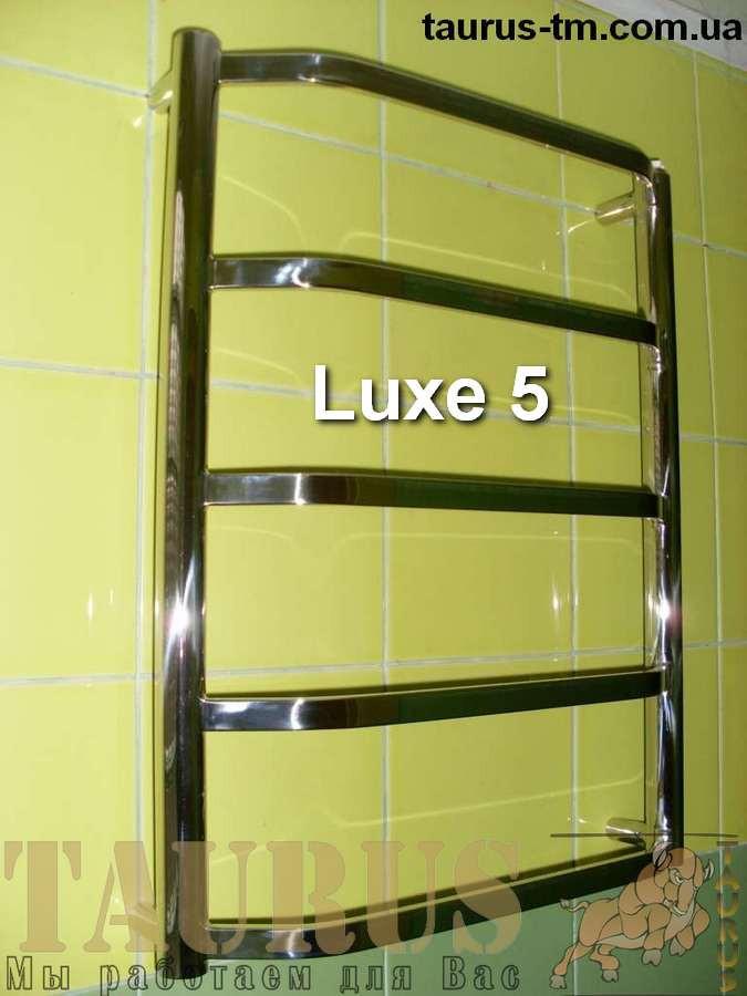 Узкий, небольшой полотенцесушитель Luxe 5/550х400 из выгнутых плоских труб 20х10. Полировка. TAURUS