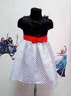 Платье, модное с красным бантом.