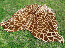 Шкура под жирафа с крупным рисунком на бежевом фоне, купить в Днепропетровске