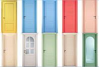 Особой популярностью последнее время пользуются деревяные крашеные двери. Покрашеные двери из натурального дерева, межкомнатные двери.