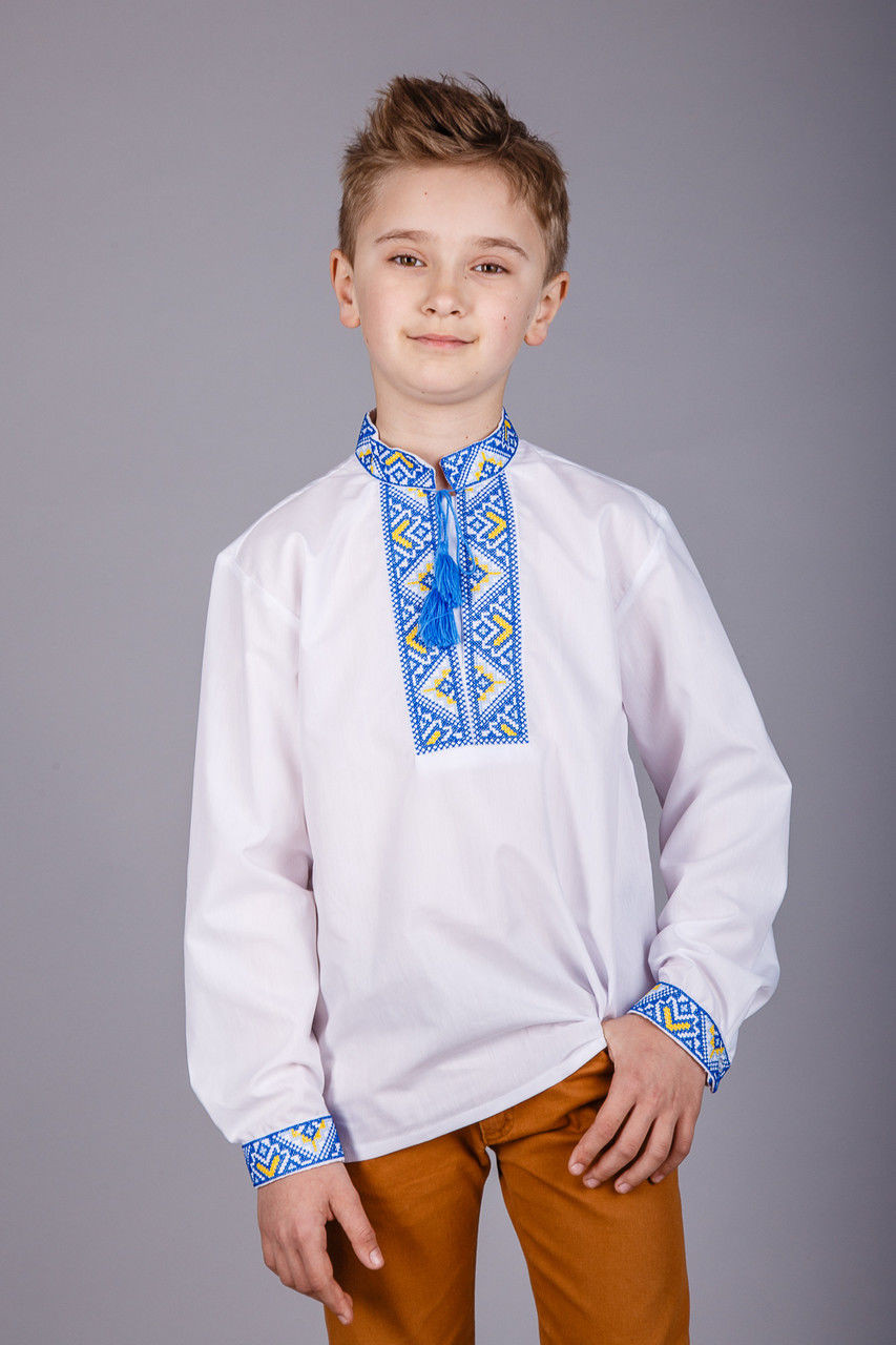 Классическая украинская  вышиванка для мальчика с вышивкой синего цвета