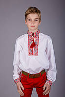 Детская вышиванка для мальчика из натуральной ткани с вышивкой красного цвета, фото 1