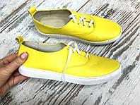 Легкие и удобные женские желтые кеды из натуральной кожи.