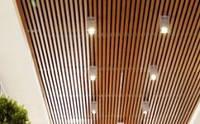 """Кубообразный потолок. Рейка 34х80 шаг 50. Цвет - """"под дерево""""."""