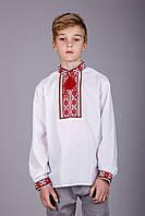 Вышиванка для мальчика с красным узором на белом батисте