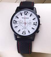 Мужские часы с текстильным ремешком белые