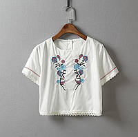 Модный женский короткий топ блузка с вышивкой белого цвета