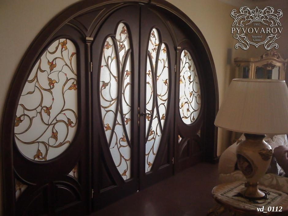 Витражи Тиффани в двери с аркой