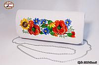 Вышитый белый клатч Поле цветов