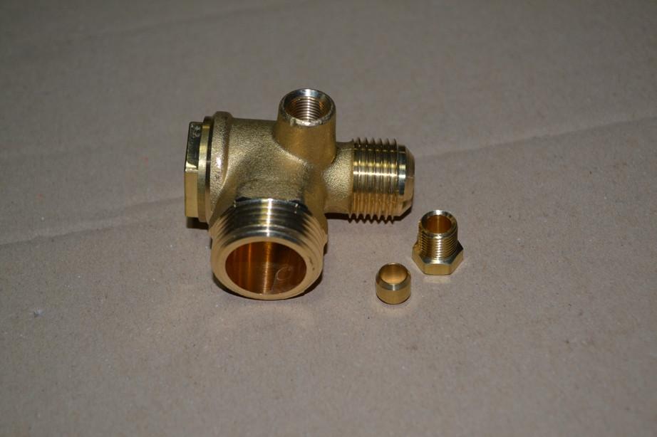 Обратный клапан резьба наружная 3/4''M1/2'' FINI 9048003